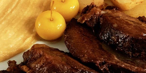 Carrillera de cerdo guisada con patatas al vino tinto
